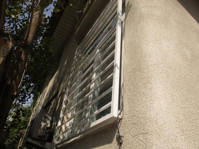 نرده پنجره مدرن سفید