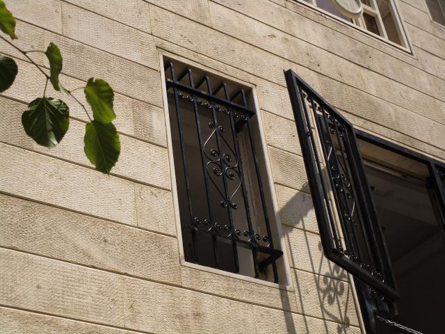 نرده پنجره بسته